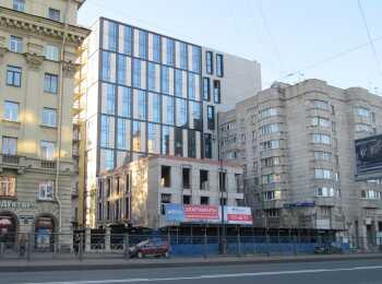Вид на апарт-отель Vertical со стороны Московского проспекта